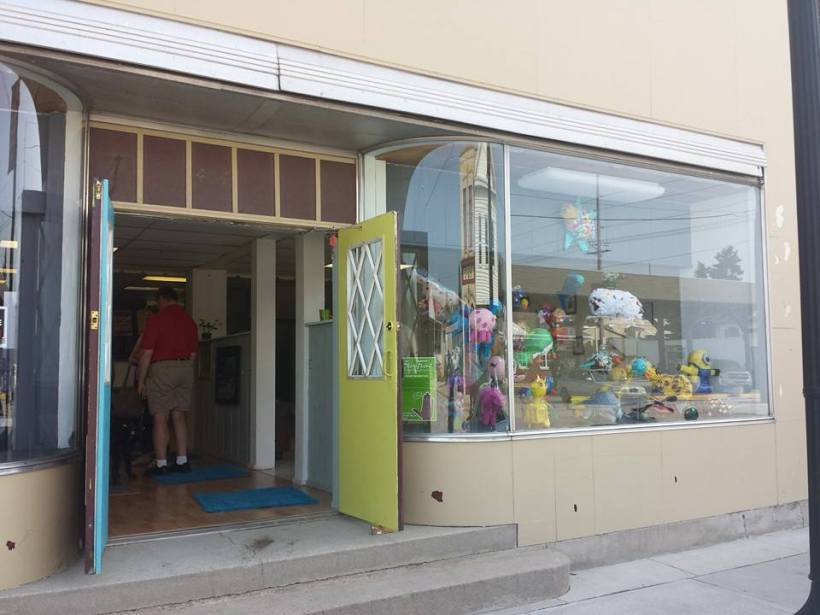 StoreFront_right_EB